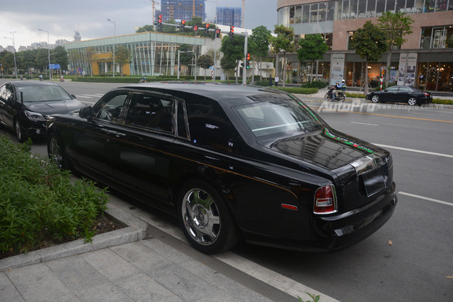 Hàng hiếm Rolls-Royce Phantom Rồng xuất hiện trong buổi khai trương một cửa hàng tại quận 2 - Ảnh 4.