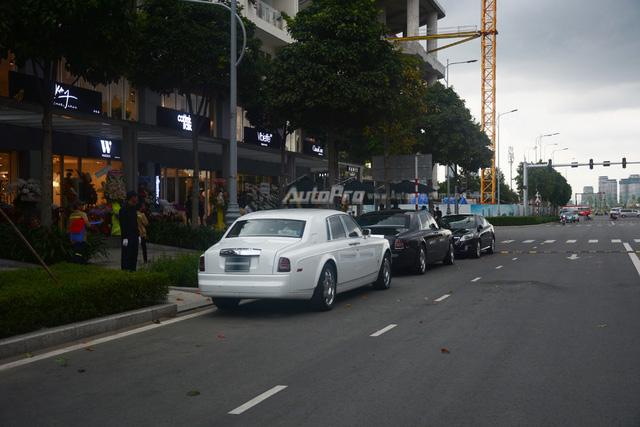 Hàng hiếm Rolls-Royce Phantom Rồng xuất hiện trong buổi khai trương một cửa hàng tại quận 2 - Ảnh 12.