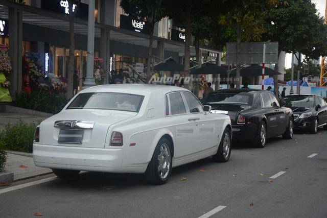Hàng hiếm Rolls-Royce Phantom Rồng xuất hiện trong buổi khai trương một cửa hàng tại quận 2 - Ảnh 8.