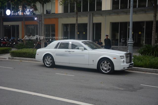 Hàng hiếm Rolls-Royce Phantom Rồng xuất hiện trong buổi khai trương một cửa hàng tại quận 2 - Ảnh 10.