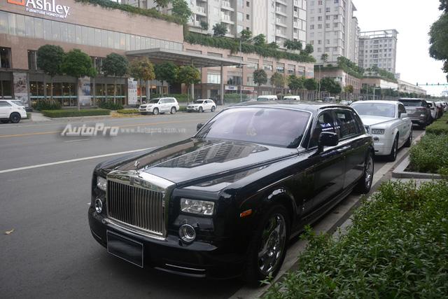 Hàng hiếm Rolls-Royce Phantom Rồng xuất hiện trong buổi khai trương một cửa hàng tại quận 2 - Ảnh 1.