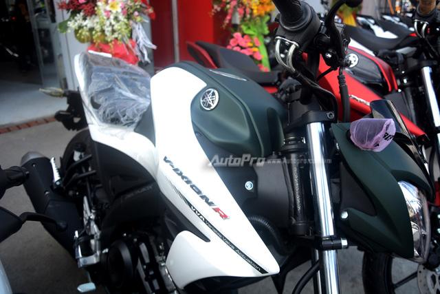 Cận cảnh lô xe côn tay Yamaha V-Ixion R 2017 mới về Việt Nam, giá hơn 70 triệu Đồng - Ảnh 11.