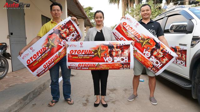 Ủng hộ U23 Việt Nam, doanh nghiệp Việt dán decal ô tô, xe máy miễn phí - Ảnh 9.