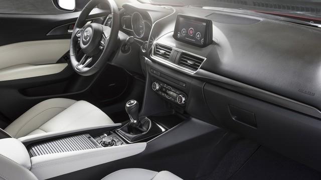 Có 740 triệu đồng, chọn Mazda3 2.0 mới hay Mercedes-Benz C250 2012? - Ảnh 7.