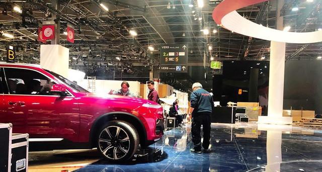 VinFast gấp rút chuẩn bị sân khấu đầy bí ẩn cho màn ra mắt lịch sử tại Paris Motor Show 2018 - Ảnh 1.