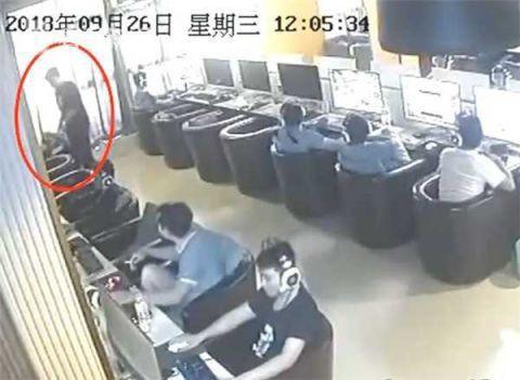 Thanh niên điên cuồng đập vỡ kính gần 30 xe sang để trộm 100 nghìn chơi game - Ảnh 2.