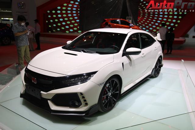 Những mẫu xe hot nhất Triển lãm Ô tô Việt Nam 2018 đã tề tựu đông đủ - Ảnh 9.