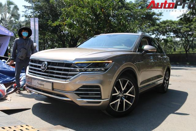 Volkswagen Touareg có mặt tại Sài Gòn, chuẩn bị cho Triển lãm Ô tô Việt Nam 2018 - Ảnh 1.