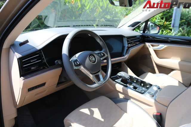 Volkswagen Touareg có mặt tại Sài Gòn, chuẩn bị cho Triển lãm Ô tô Việt Nam 2018 - Ảnh 7.
