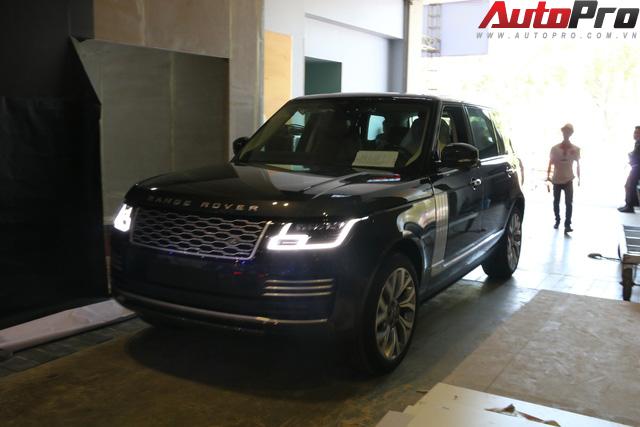 Hàng nóng Range Rover Autobiography LWB lộ diện ngay trước thềm Triển lãm Ô tô Việt Nam 2018 - Ảnh 1.