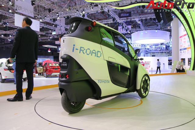 Toyota i-ROAD có phải là mẫu xe mà hàng chục triệu người dân Việt Nam đang cần? - Ảnh 2.