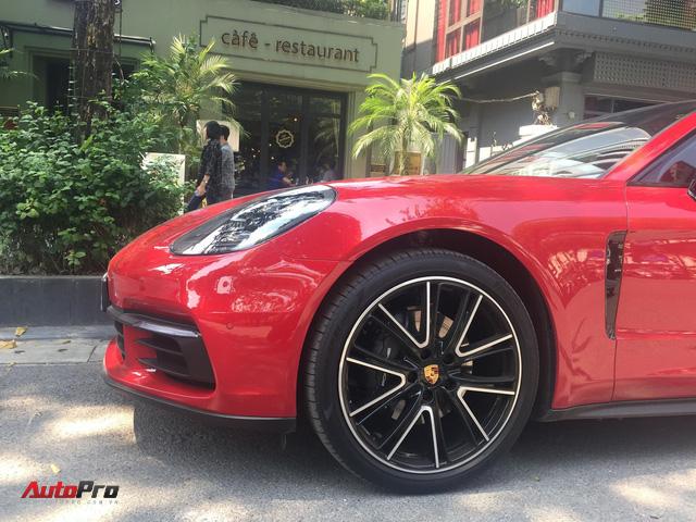 Chiếc Porsche Panamera hàng độc với gói tùy chọn trị giá cả tỷ đồng lăn bánh trên phố Hà Nội - Ảnh 3.