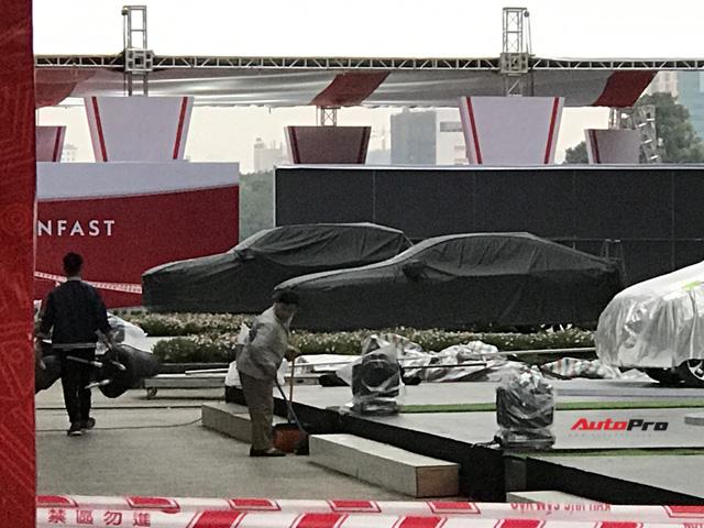 Dàn ô tô VinFast có mặt tại công viên Thống Nhất, sẵn sàng cho sự kiện ra mắt - Ảnh 8.