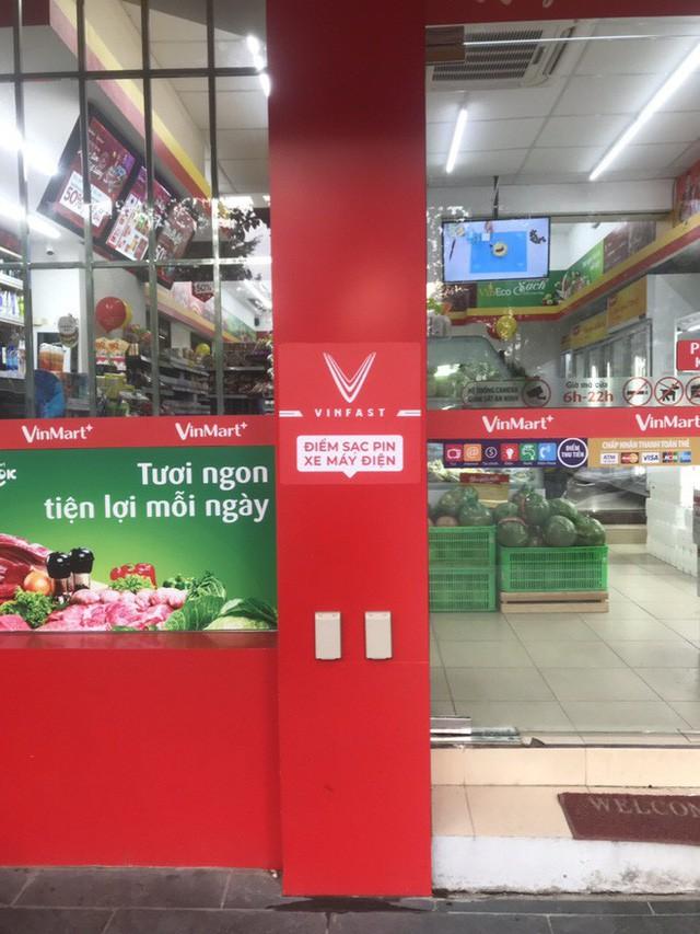 VinFast công bố hình trạm sạc tại cửa hàng VinMart+, tiết lộ kế hoạch mở rộng khắp Hà Nội và TP. HCM  - Ảnh 1.