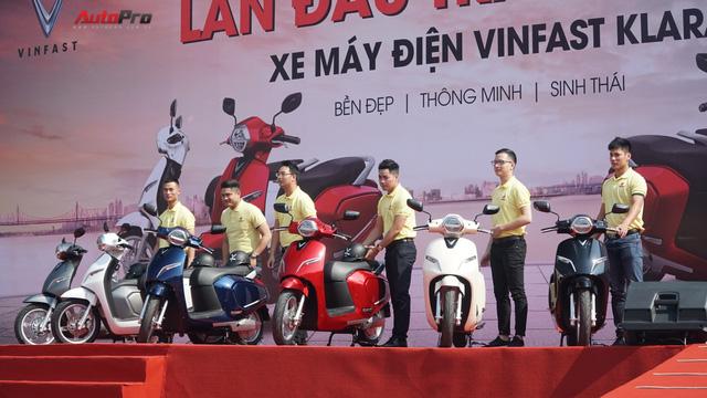 Loạt xe máy điện thông minh VinFast chạy thử tại Hà Nội ngay sau khi ra mắt - Ảnh 7.