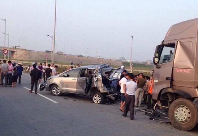 Xét xử vụ xe đi lùi trên cao tốc làm 4 người chết: Giảm 2 năm tù cho tài xế container - Ảnh 2.
