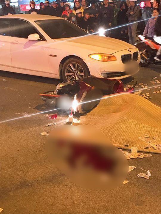 Hà Nội: Va chạm mạnh với xe BMW ngã xuống đường, nữ sinh viên bị xe buýt cán tử vong - Ảnh 1.