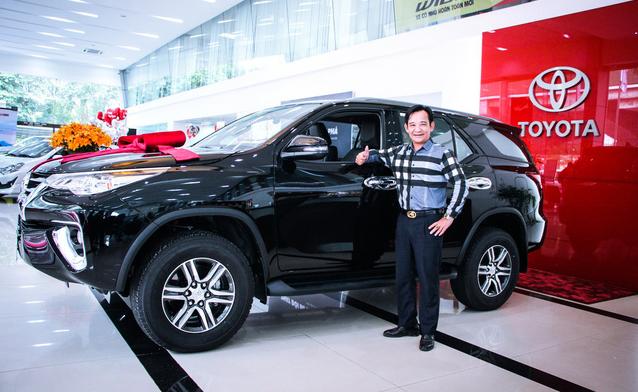 Chán Nissan X-Trail, danh hài Quang Tèo tậu Toyota Fortuner chơi Tết - Ảnh 1.