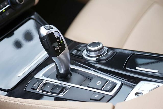BMW 520i - Audi A6 2016: đi chưa đến 20.000km, xe nào giữ giá hơn? - Ảnh 11.
