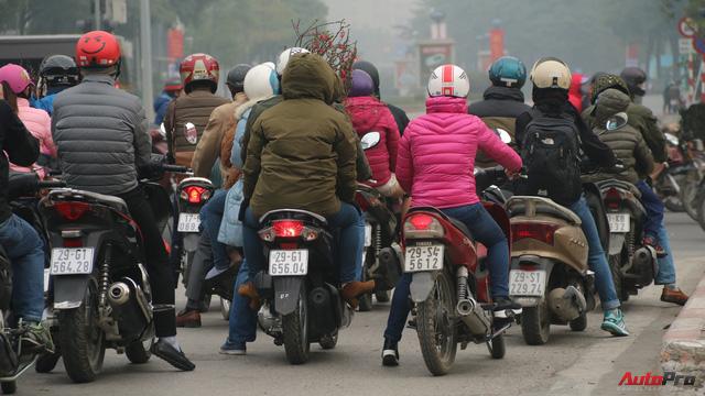 Sớm đầu năm Mậu Tuất - một bức tranh giao thông Hà Nội thật khác - Ảnh 1.