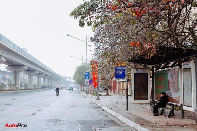 Giao thông Hà Nội thay đổi như chong chóng ngay trong ngày đầu năm Mậu Tuất - Ảnh 2.