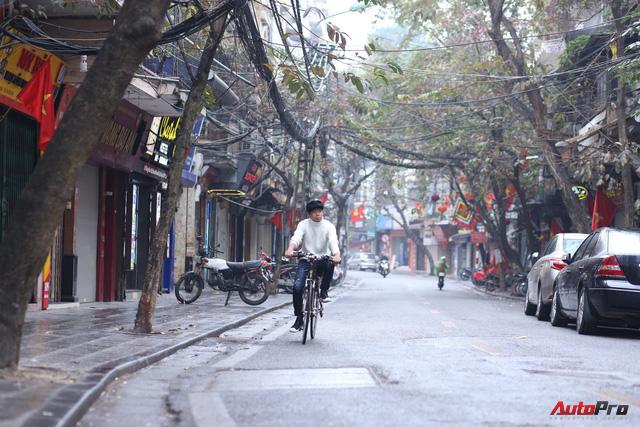 Giao thông Hà Nội thay đổi như chong chóng ngay trong ngày đầu năm Mậu Tuất - Ảnh 1.