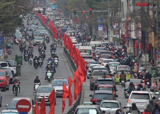 Giao thông Hà Nội thay đổi như chong chóng ngay trong ngày đầu năm Mậu Tuất - Ảnh 6.