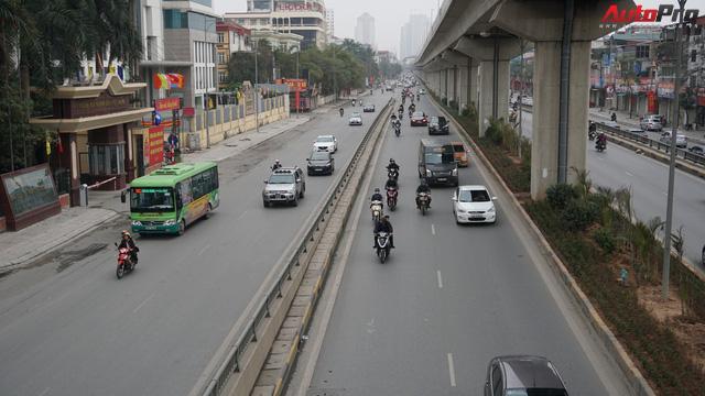 Giao thông Hà Nội nhanh chóng tấp nập trở lại sau những ngày đầu của kì nghỉ Tết - Ảnh 3.