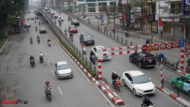 Giao thông Hà Nội nhanh chóng tấp nập trở lại sau những ngày đầu của kì nghỉ Tết - Ảnh 4.