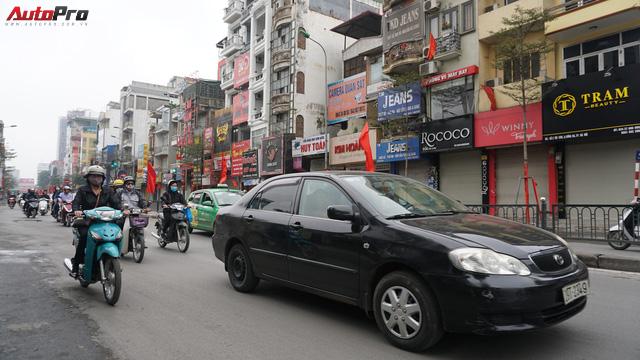 Giao thông Hà Nội nhanh chóng tấp nập trở lại sau những ngày đầu của kì nghỉ Tết - Ảnh 5.