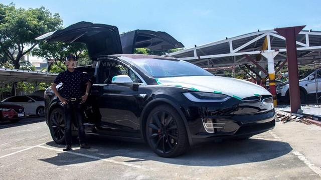 [Video] Tesla Model X tung cánh, nháy đèn theo nhịp nhạc tại Việt Nam - Ảnh 4.