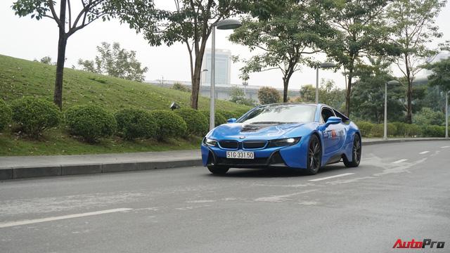 Bóng hồng duy nhất cầm lái BMW i8 tại hành trình siêu xe lớn nhất Việt Nam - Ảnh 2.
