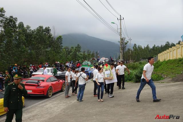 Nhìn lại hành trình siêu xe Car & Passion ngày thứ 4: Nhiều hoạt động từ thiện ý nghĩa - Ảnh 4.