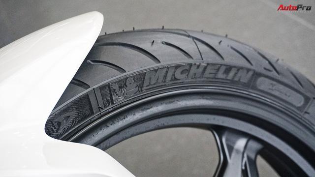 Cận cảnh BMW G 310 R - Nakedbike giá mềm cho biker mới chơi xe tại Việt Nam - Ảnh 8.