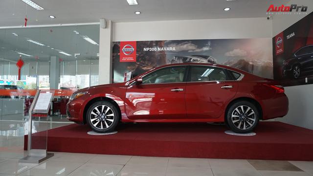 Cạnh tranh Toyota Camry, Nissan Teana nhập khẩu giảm giá gần 300 triệu đồng chỉ sau 3 tháng - Ảnh 2.