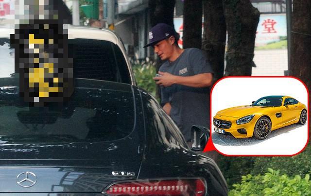 Tậu siêu xe mới trị giá 28 tỷ, Hoắc Kiến Hoa lộ khoảnh khắc quê độ khi chưa quen mở cửa xe - Ảnh 2.