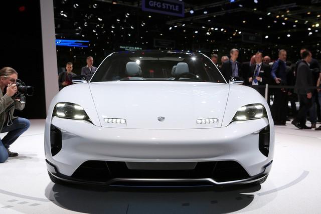 Porsche dồn lực vào xe điện, trước mắt là Mission E - Ảnh 2.