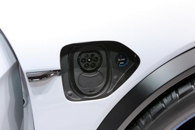 Porsche dồn lực vào xe điện, trước mắt là Mission E - Ảnh 4.