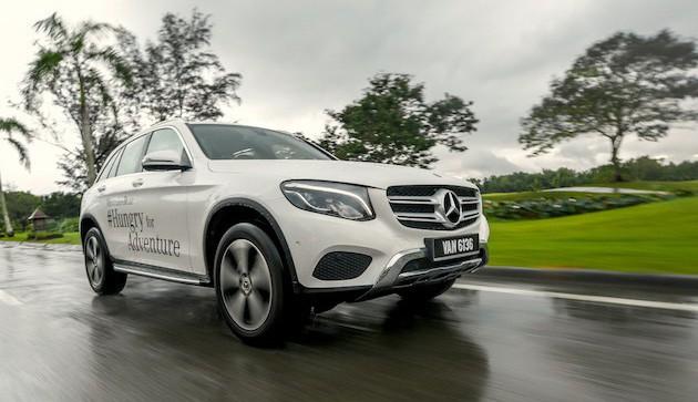 Giá xe sang tại Việt Nam: Hai thái cực Mercedes-BMW - Ảnh 1.