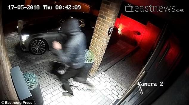 Clip: Trộm sử dụng công nghệ cao đánh cắp xe BMW chỉ trong 23 giây - Ảnh 2.