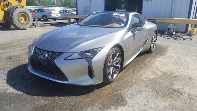 Dính mưa đá, chiếc Lexus LC500 gần mới toanh này được bán tháo với giá rẻ gây sốc - Ảnh 1.