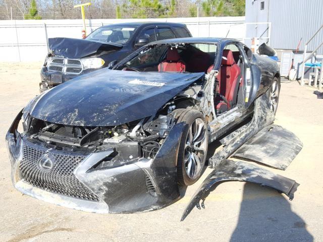 Chiếc Lexus bị luộc sạch đồ rao bán với giá hơn 20.000 USD khiến cộng đồng mạng tranh cãi - Ảnh 1.