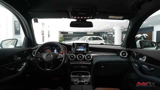 Trải nghiệm nhanh Mercedes-Benz GLC 200 - Sứ mệnh lấy khách phổ thông tại Việt Nam - Ảnh 10.