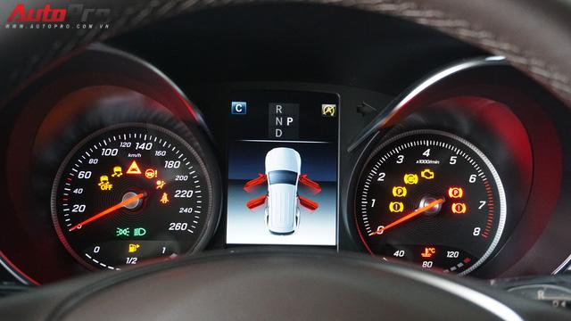 Trải nghiệm nhanh Mercedes-Benz GLC 200 - Sứ mệnh lấy khách phổ thông tại Việt Nam - Ảnh 12.
