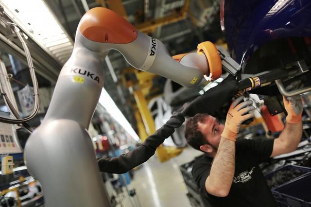 Đây mới là cách mạng 4.0: Tại nhà máy 30.000 robot cùng hoạt động, cứ 50 giây lắp xong 1 xe ô tô - Ảnh 2.