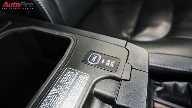 Giữ giá như Toyota Land Cruiser: Đi 3 năm vẫn bán được gần 5 tỷ đồng - Ảnh 17.