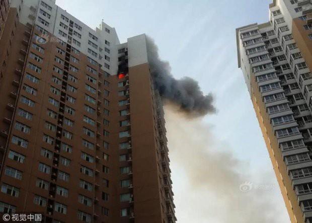 Sạc xe điện trên tầng 23 gây hỏa hoạn chung cư - Ảnh 1.