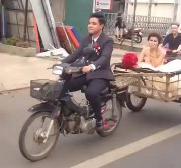 Không cần xe hơi, chú rể rước dâu bằng xe hàng tự chế - Ảnh 1.