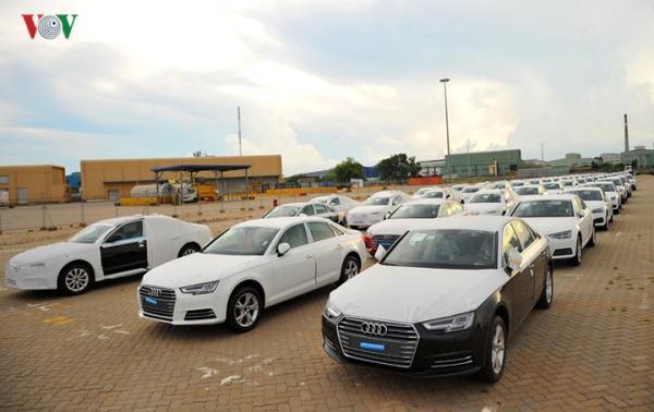 Hình ảnh xe nhập khẩu đỗ thành hàng dài ở cảng Hiệp Phước tại TP HCM - Ảnh 4.