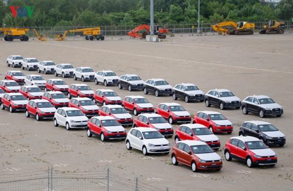 Hình ảnh xe nhập khẩu đỗ thành hàng dài ở cảng Hiệp Phước tại TP HCM - Ảnh 6.